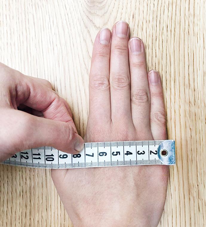 Find din handskestørrelse mål via den nemme metode